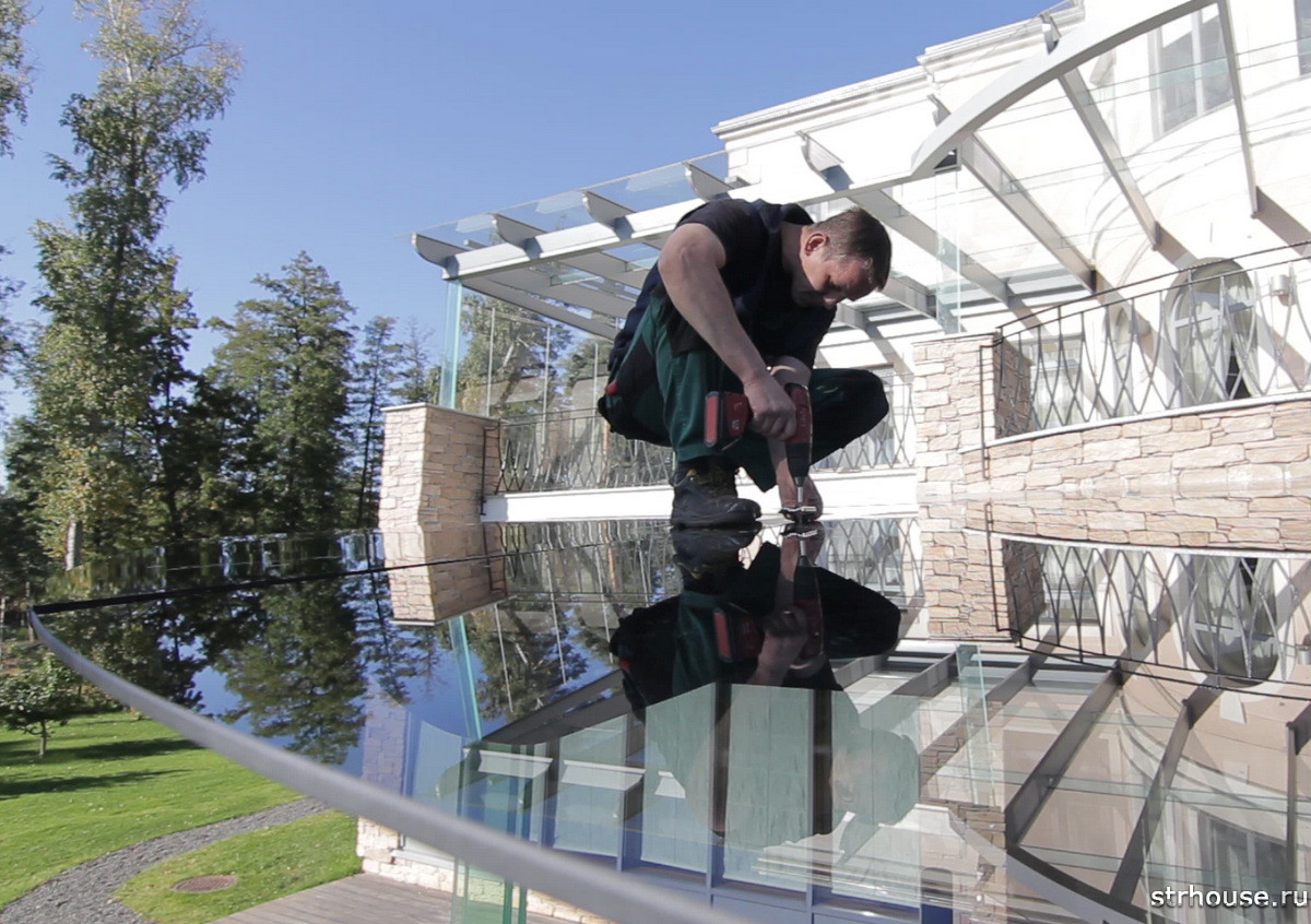 Монтаж стеклянной крыши