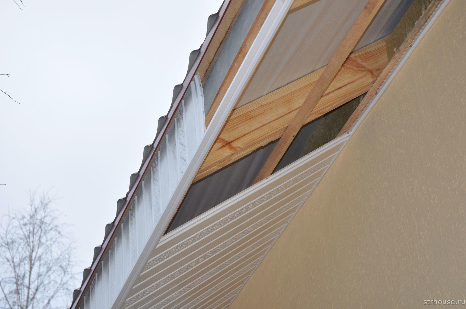 Подшивка карнизов крыши по стропилам