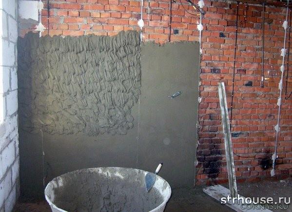 Стена с нанесенной штукатуркой