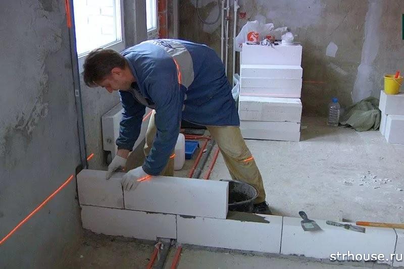 Строительство межкомнатной стены из пеноблоков