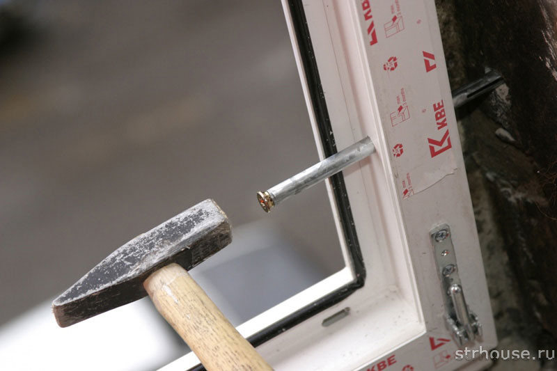 Крепление рамы пластикового окна