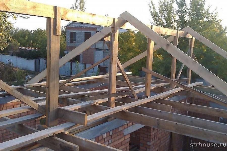 Установка стропил двухскатной крыши