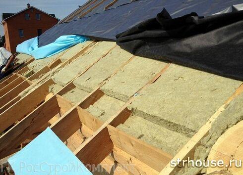 Уложенный утеплитель на крыше